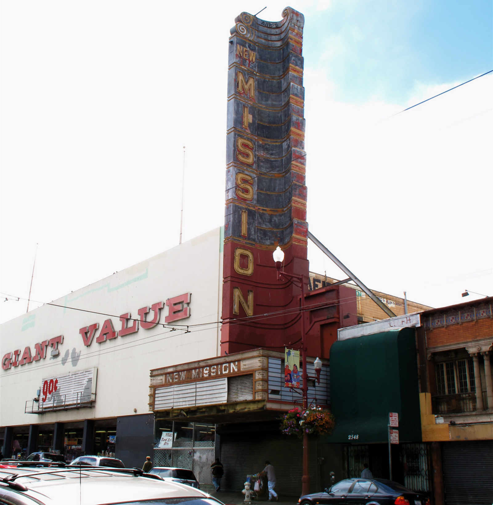 New Mission Theater to Become Five-Screen Cinema that Serves Beer